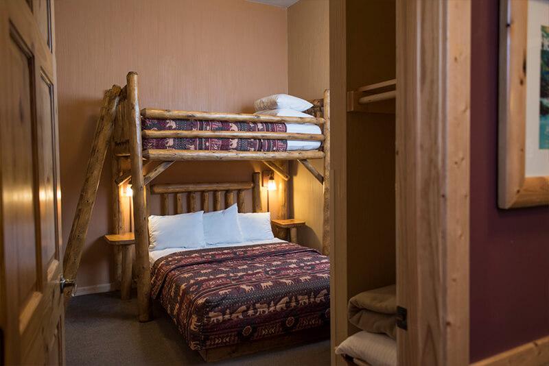 3 Bedroom Deluxe Glacier Canyon Lodge Wisconsin Dells